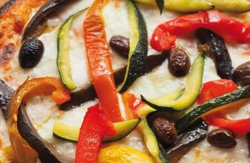 Pizza con verdure e olive al bimby
