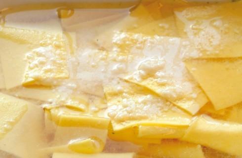 Quadrotti di pasta in brodo vegetale al bimby