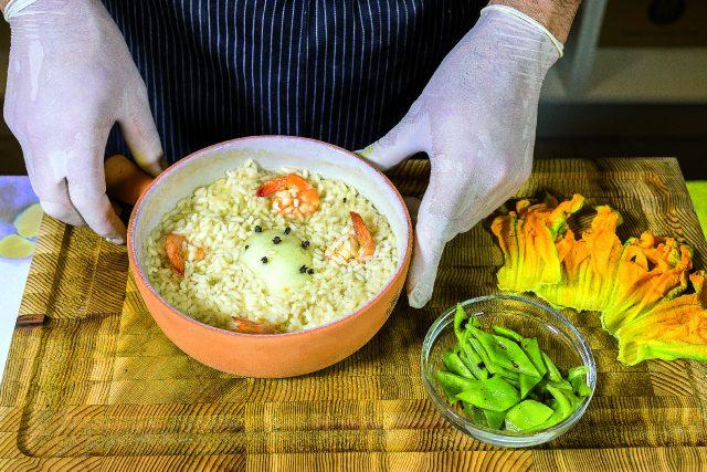 riso-pilaf-con-mazzancolle-fiori-di-zucca-e-taccole-grigliate-a1863-9