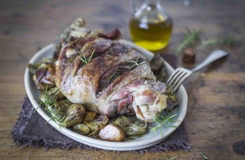 Agnello al forno con carciofi: il piatto della domenica