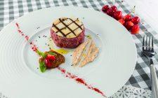 sandwich-di-manzo-crudo-al-barbecue-con-maionese-speziata-e-marmellata-di-fichi-a1991-4