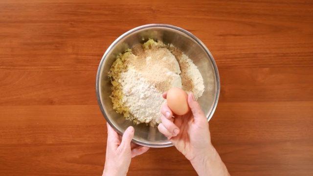 sbriciolata-patate-e-salsicce-step-1