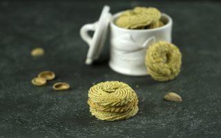 Biscotti di frolla montata al pistacchio: è l'ora del tè