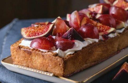 La crostata con uva e fichi con la ricetta autunnale