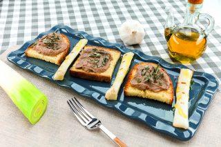 Paté di fegatini di pollo e porri al barbecue: antipasto semplice e sfizioso