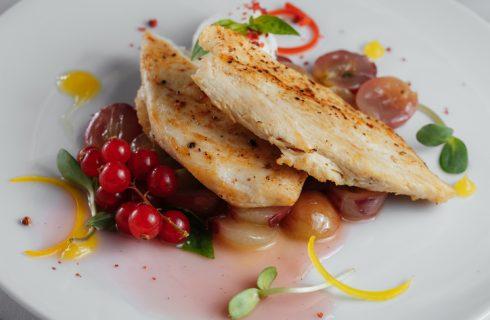 Pollo in salsa d'uva con la ricetta di Alessandro Borghese
