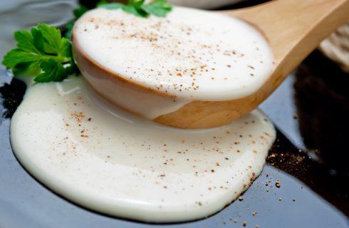 Salsa al latte per condire la pasta, la ricetta facile