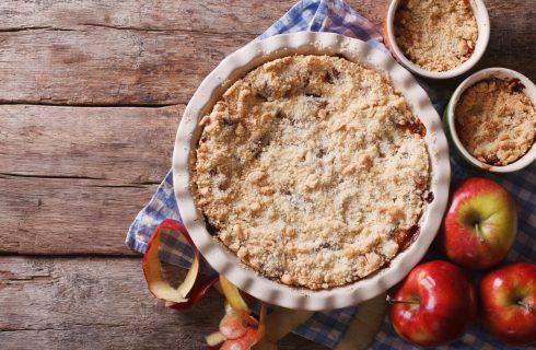 Sbriciolata con mele e nocciole, la ricetta facile per l'autunno