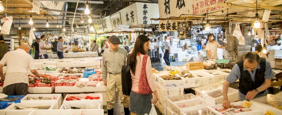A Tokyo ha chiuso il famoso mercato del pesce di Tsukiji