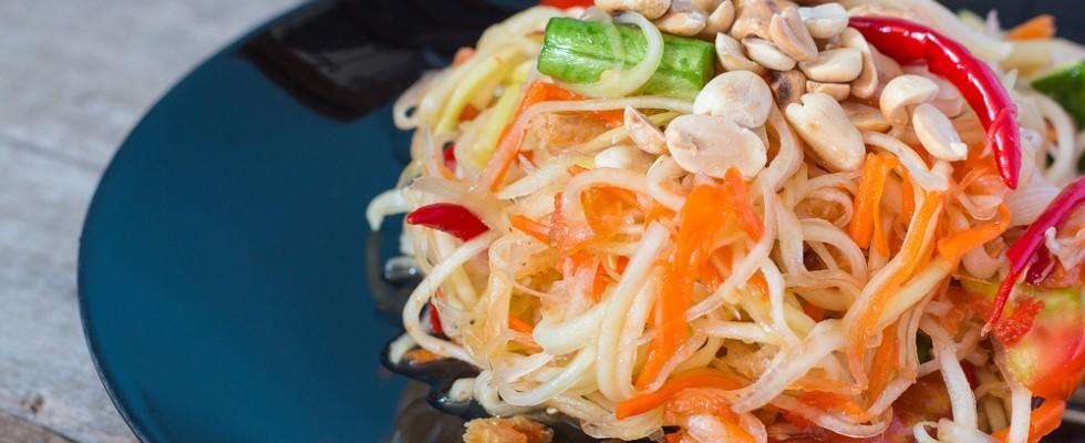 Insolite insalate: som tum, conosciuta anche come papaya salad