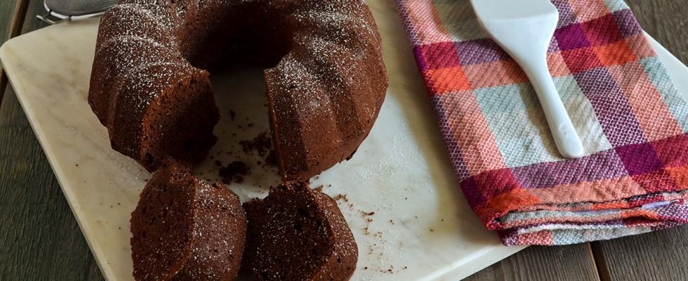 Ciambella al cacao: dolce soffice e leggero