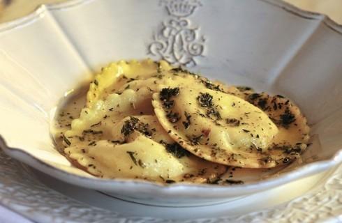 Ravioli ai 4 formaggi con salsa al burro e dragoncello al bimby