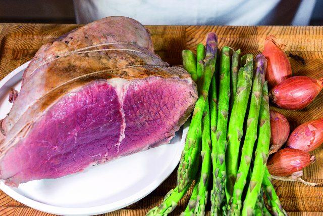 roastbeef-tradizionale-con-insalata-di-asparagi-e-scalogni-confit-a1878-1