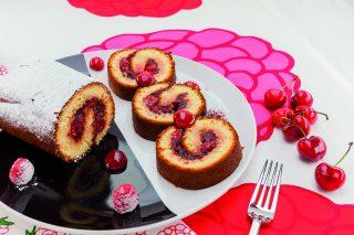 Rotolo dolce alle ciliegie e lamponi al barbecue