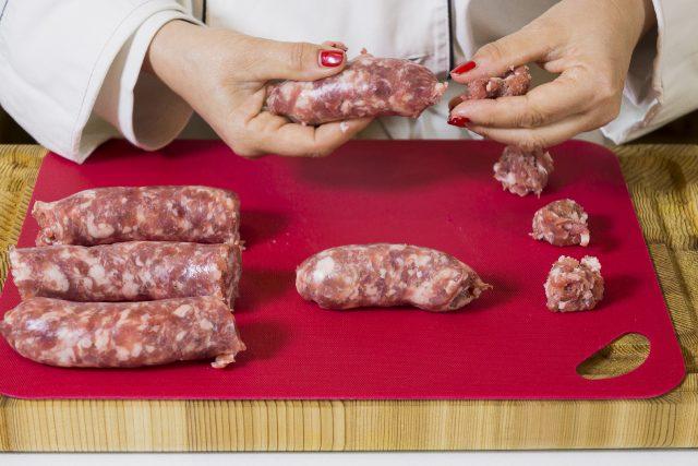 salsiccia-alla-birra-con-carciofi-grigliati-a1868-1