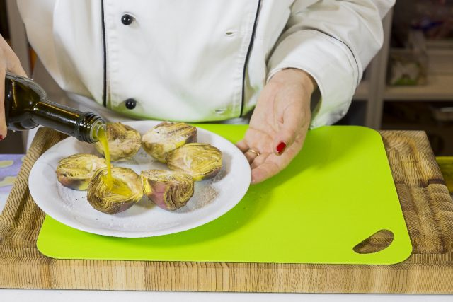 salsiccia-alla-birra-con-carciofi-grigliati-a1868-4