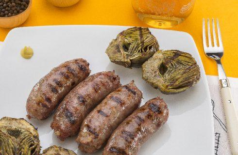 Salsiccia alla birra con carciofi grigliati al barbecue