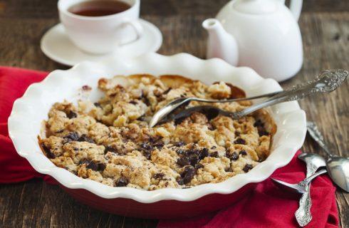 La ricetta del crumble di pere con biscotti