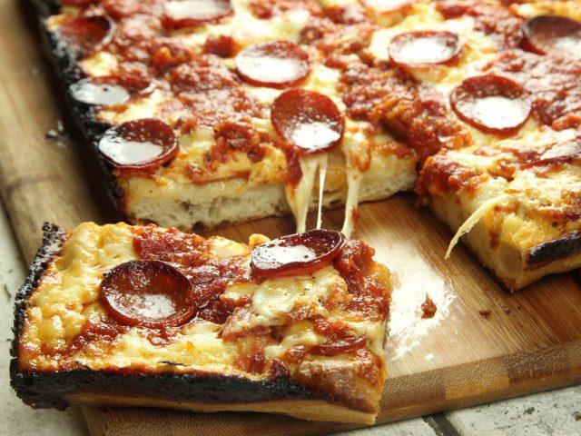 detroit-style-pizza