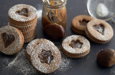 Biscotti al cacao con crema di castagne: perfetti per l'autunno