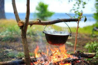 Cucinare con il fuoco: 6 chef italiani che riscoprono le cotture ancestrali
