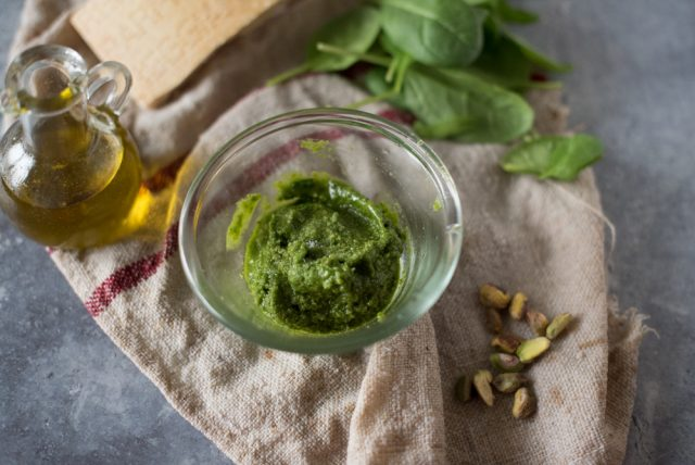 tagliolini-pesto-di-pistacchi-e-salmone-5