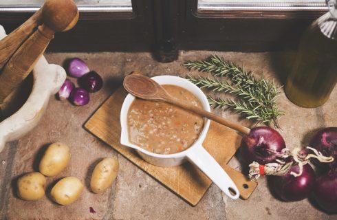 La ricetta della zuppa di farro patate e pancetta