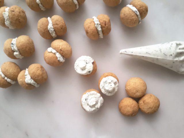 baci-di-dama-con-crema-alle-erbe-aromatiche-6