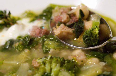 Minestra maritata: origini e peculiarità del piatto napoletano delle feste
