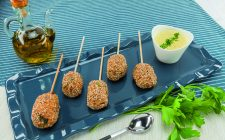 Spiedini con cocco e curry al barbecue, finger food