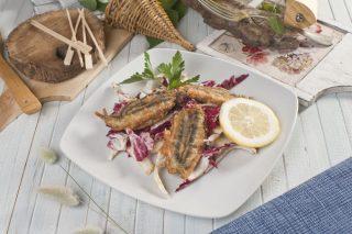 Alici panate ripiene di scamorza con insalatina di radicchio