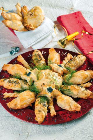 Antipasto in crosta di capodanno: gamberoni, prugne e brie, parmigiano e tomino