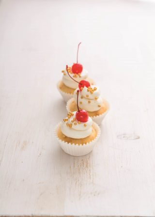 Cupcakes banana split con perline: torta in tazza