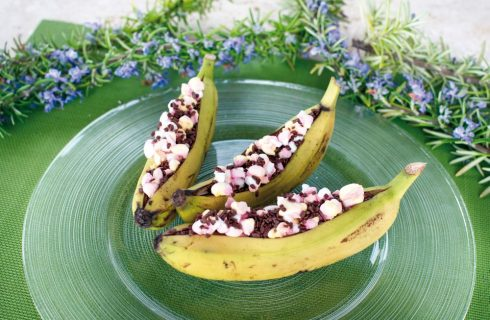 Barchette di banana al cioccolato, cotte al barbecue