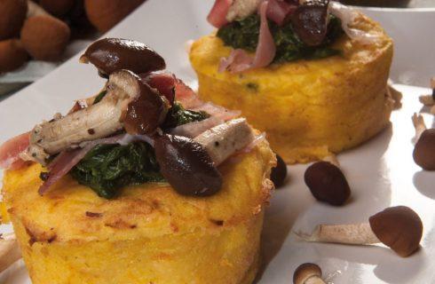Cestini di patate farciti con funghi, formaggio e speck