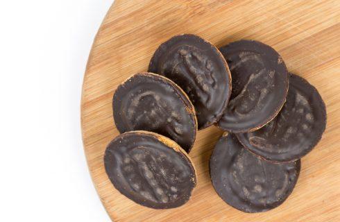 Biscotti Sacher, la ricetta facile e golosa