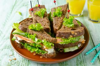 Club Sandwich al salmone: rivisitazione del classico anglosassone