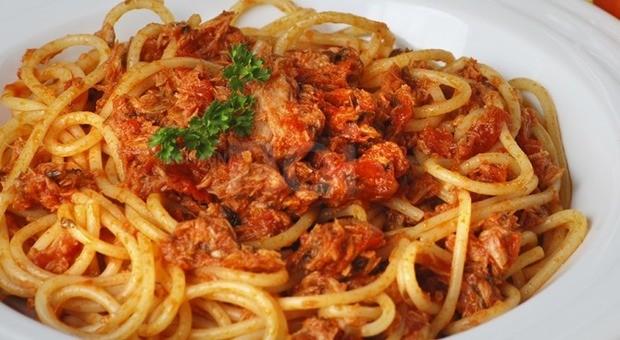 spaghetti-bolognese-con-tonno