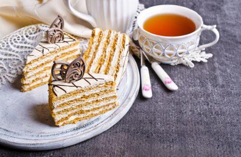 La torta di biscotti al limone con la ricetta facile