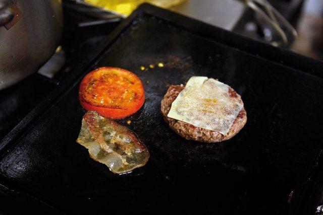 burger-con-pane-alla-paprika-11