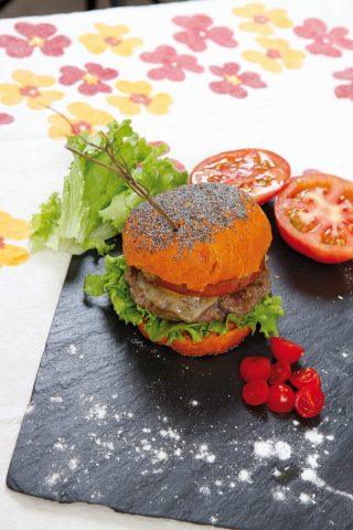 Burger con pane alla paprika