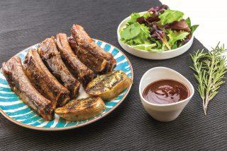 Costolette al barbecue: per una cena tra amici