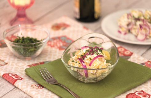 Insalata di patate e cipolla rossa: contorno semplice e veloce
