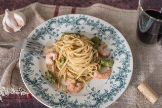 Tagliolini con asparagi e crema di gamberi: primo piatto semplice e originale