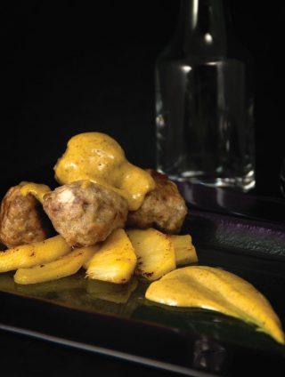 Polpette di vitello e salsiccia con mele al curry