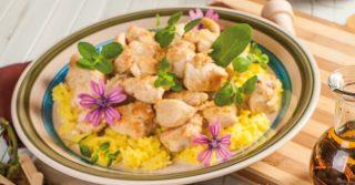 Bocconcini di pollo al limone e cocco con riso pilaf: sapore esotico