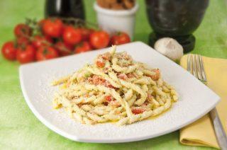 Busiate al pesto siciliano: la tradizione della Trinacria