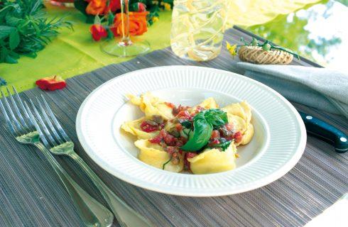 Cappellacci al mascarpone con pomodori olive e capperi