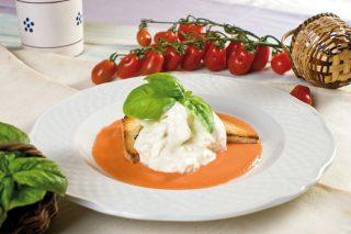 Caprese al cucchiaio: crema di pomodori e burrata