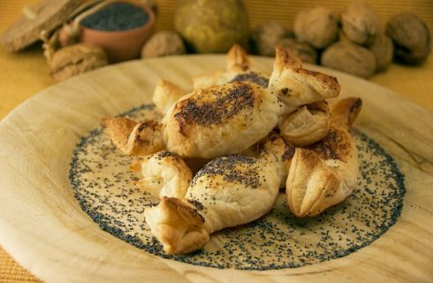 Caramelle di sfoglia noci e pere: per l'aperitivo
